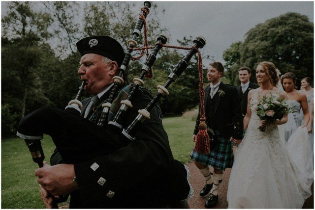 scotland wedding with bagpipes